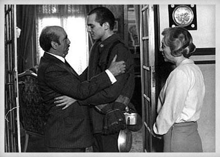 Antonio Ferrandis, Miguel Bosé y Amparo Soler. Fotograma de Retrato de familia, 1976.
