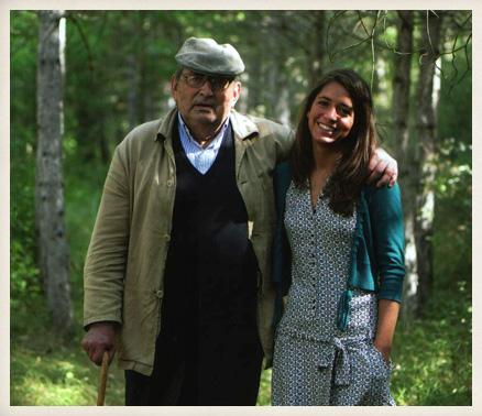 Miguel Delibes en Sedano (Burgos) junto a su nieta Ángeles quien le entrevistó con motivo del Premio VOCENTO a los Valores Humanos. 2006.