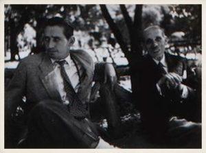 Miguel Delibes con su padre, Adolfo Delibes. Molledo Portolín (Cantabria), 1954.