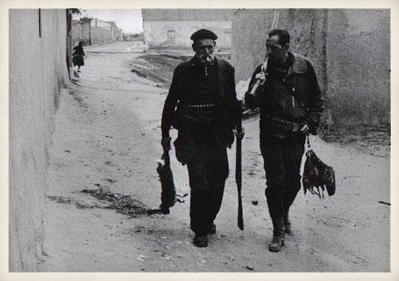 Miguel Delibes y Juan Gualberto, el Barbas, 1962.