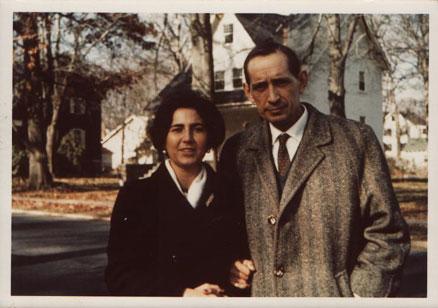 Miguel Delibes y su esposa, Ángeles, en Washington. Otoño de 1964.